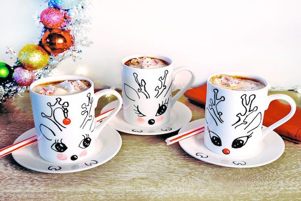 Pair These DIY Reindeer Mugs With a Hot Chocolate Kit for a Sweet Gift Set